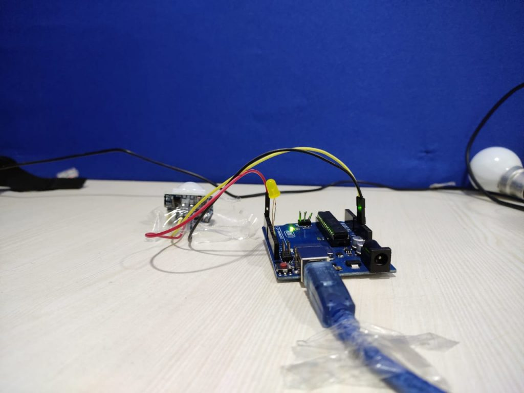 Arduino UNO Board with PIR Motion Sensor6