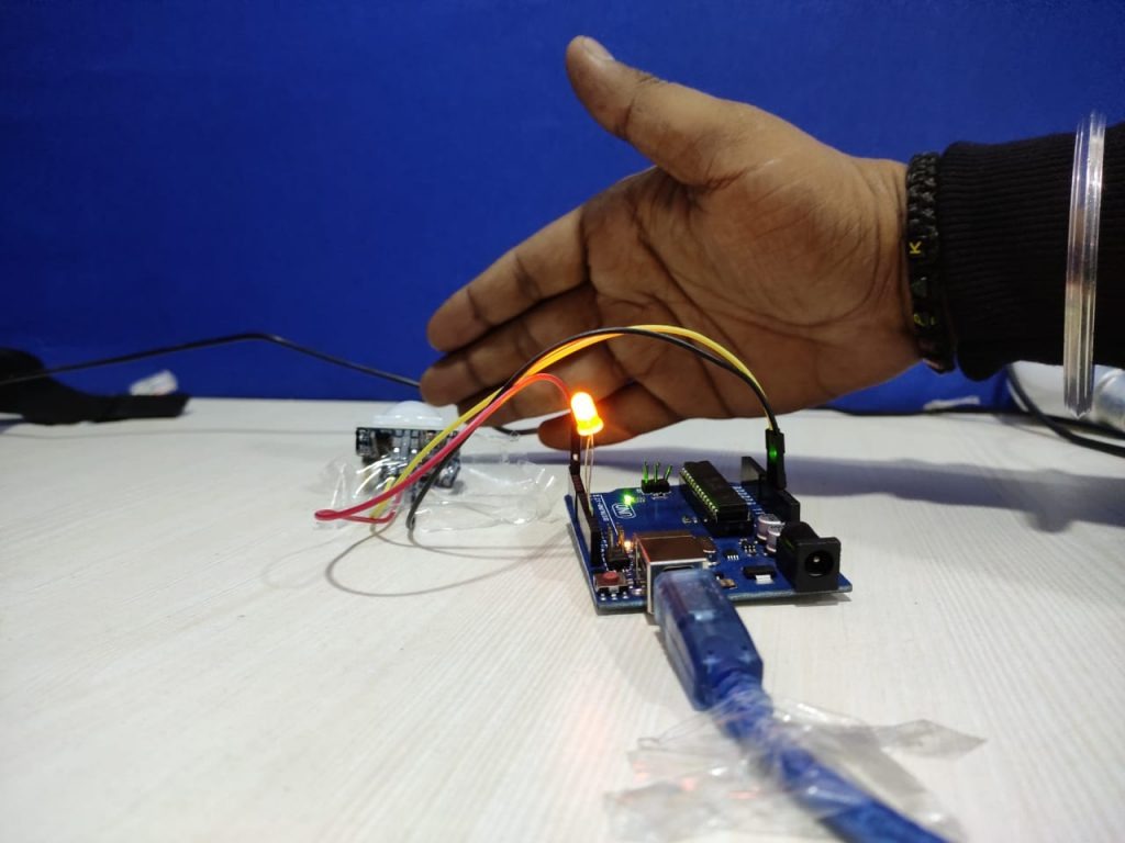 Arduino UNO Board with PIR Motion Sensor7